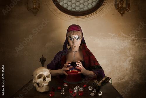 Fototapeta Wahrsagerin in der Kapelle