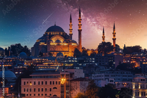 Fotografia View to Eminonu pier and Suleymaniye mosque across Bay of Golden Horn on starry