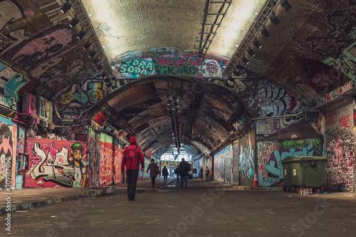Fotografía Graffiti nel tunnel di Londra