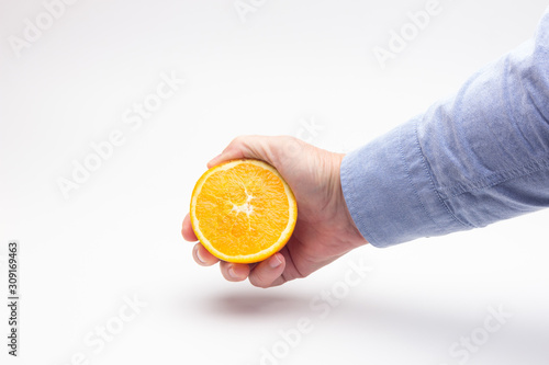 Media naranja en la mano de una persona adulta Canvas Print