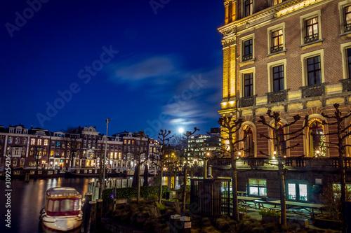 Photo night view of city of amsterdam