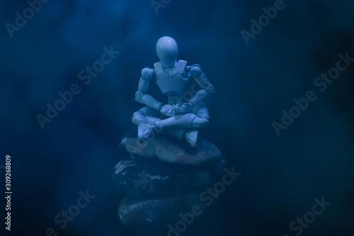 Obraz 座禅のポーズをするプラスチック人形 - fototapety do salonu