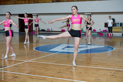 Fotografija Dancers shows off their moves - pirouette, girls in black and pink sportswear tr