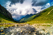 Sommer Landschaft Tirol mit tollen Wolkenspielen am Fluss