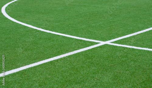 Obraz Fußballfeld Kunstrasen mit weißen Linien  - fototapety do salonu