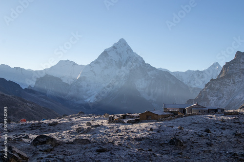 Obraz na plátně  Scenic view of mount ama dablam 6,812 m one of Himalaya range at Chola pass  dur
