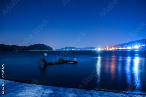 nocne zdjęcie zalewu w Solinie