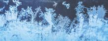 Eiskristalle An Einer Glasscheibe-Hintergrund Oder Banner Für Die Winterzeit