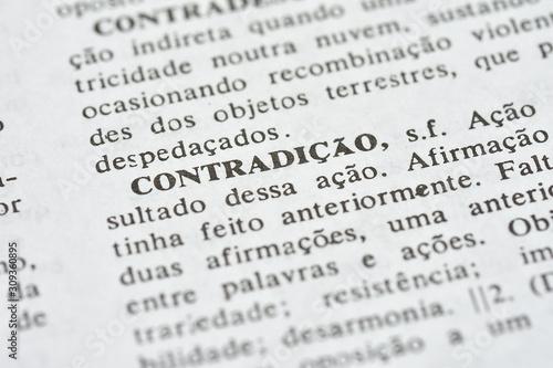 A palavra Contradição impressa num dicionário Canvas Print