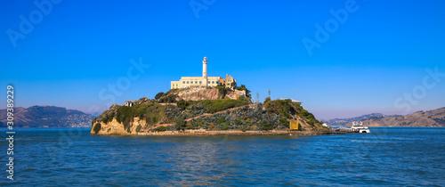 Alcatraz-Gefängnisinsel in San Francisco Bay mit einem schönen blauen Himmel Wallpaper Mural