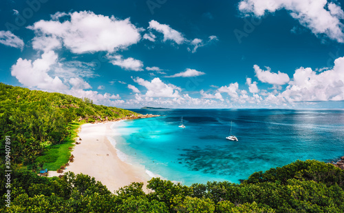 Foto Grand Anse beach at La Digue island in Seychelles aerial panoramic view