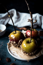 Toffee Apples Dipped In Crushe...