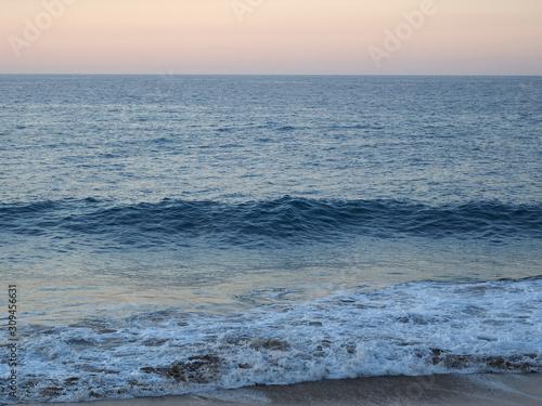 Photo Sandy shore atlantic ocean at beautiful sunset