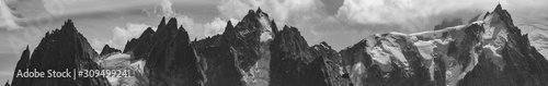 Photo Panorama of the Aiguille du Midi and the Aiguilles du Chamonix in black and whit