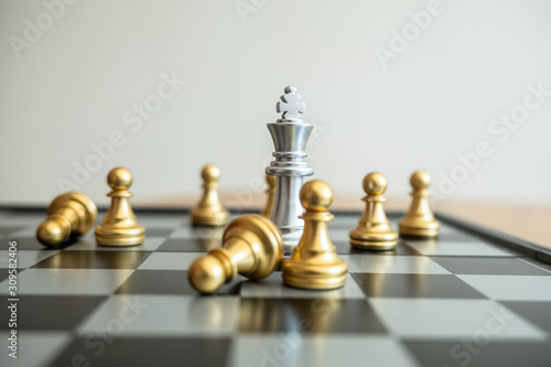 Fotografía The chess board shows leadership, followers and business success strategies