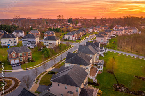 Cuadros en Lienzo  Aerial sunset view of luxury upscale residential neighborhood gated community st