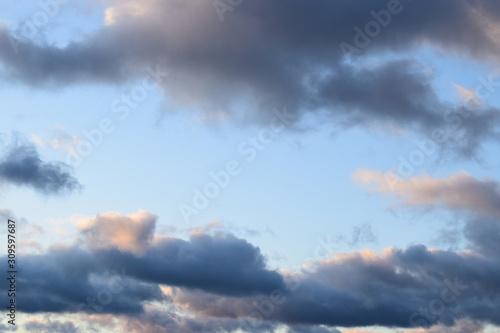 dunkle Wolken im Sonnenaufgang Canvas Print