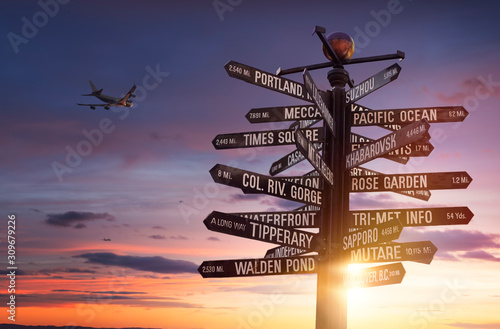 Fotografía World Traffic signs and directional signpost pointing to famous travel destinati