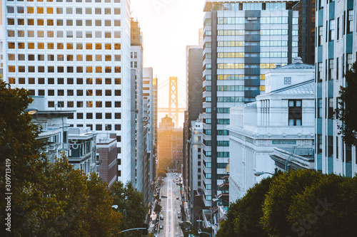 Photo Downtown San Francisco with California Street at sunrise, San Francisco, Califor