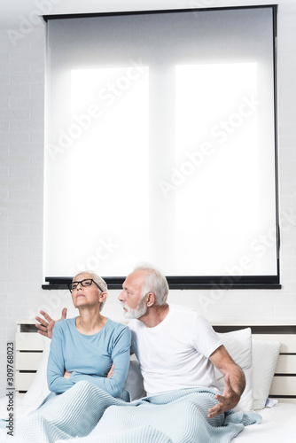 Photo Older couple in an altercation