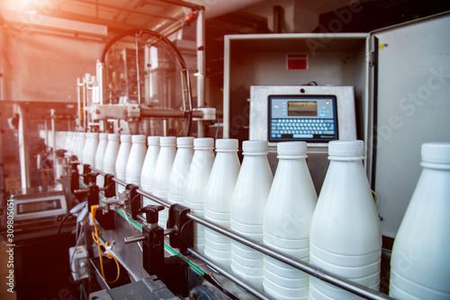 Cuadros en Lienzo White plastic milk bottles on the conveyor on a modern dairy plant