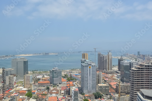 Photo Aerial view of downtown Luanda, bay and Port of Luanda, marginal and central bui