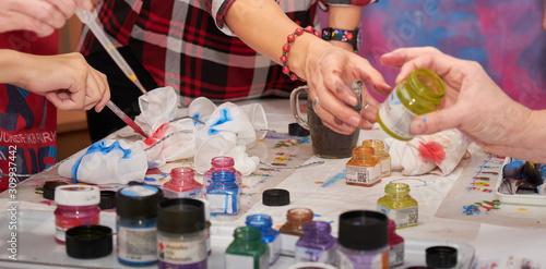 Obraz na płótnie Art therapy - table full of colors