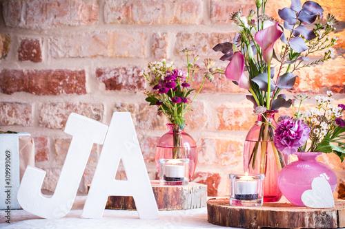 Photo romantische Tischdekoration für eine Hochzeit