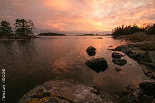 Photo Swedish archipelago with beautiful islands at dawn