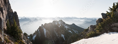 Photo Mount Pilchuck in the Washington Glaciers covered in the snow with summits on th