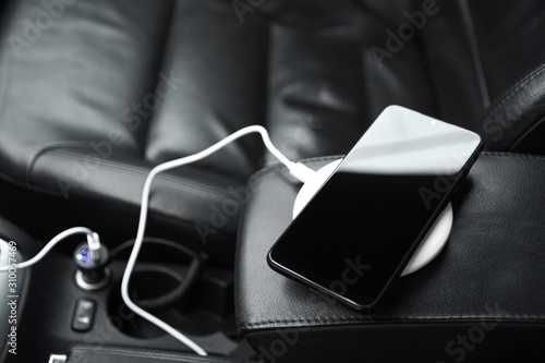 Canvastavla Mobile phone, smartphone charge battery ,wireless charging in the car plug clos