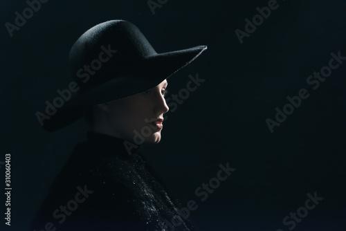 Tela  Vintage 1940s woman in black hat. Side view.