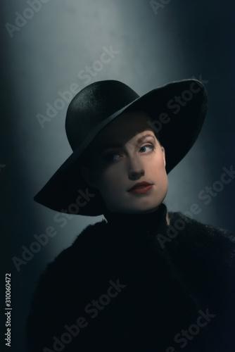 Fototapeta Retro 1940s woman in black hat. obraz na płótnie