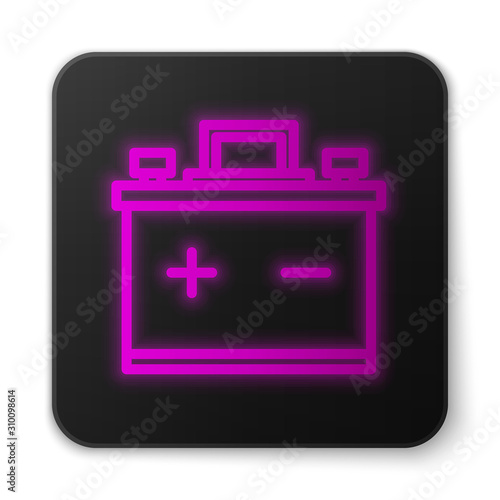 Photo Glowing neon line Car battery icon isolated on white background