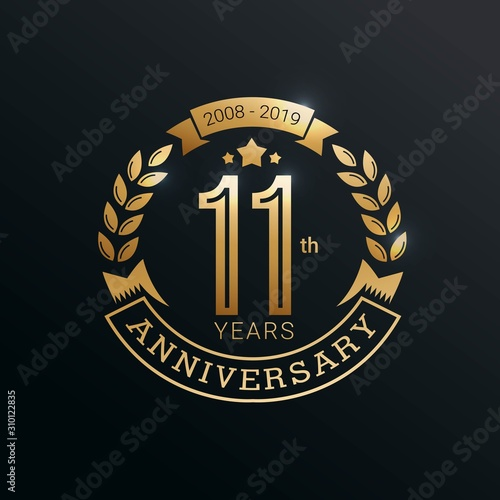 Papel de parede  Anniversary golden badge 11 Years with gold style Vector Illustration