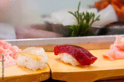 TOKYO, JAPAN Detail of fresh sushi at the Tsukiji fish market. Tapéta, Fotótapéta