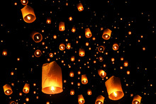 Swarms Of Sky Floating Lantern...