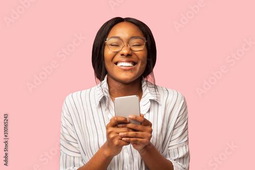 Obraz Happy Afro Woman Holding Smartphone Standing, Studio Shot - fototapety do salonu