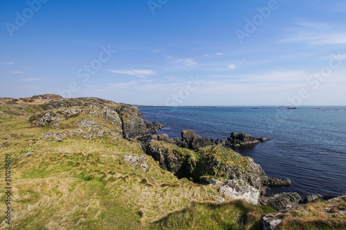 Fotografia The Atlantic ocean seen from Lagavulin bay on Islay