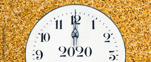 Canvastavla New year 2020 countdown, midnight clock face on a shiny yellow gold glitter text