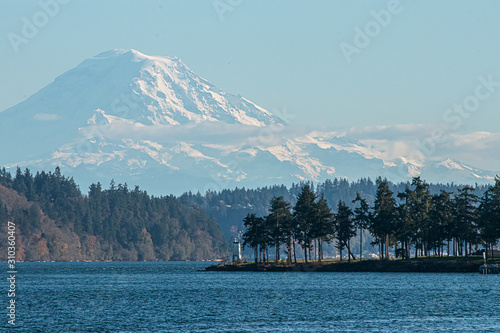 Tablou Canvas the mount rainer overlooking the puget sound