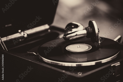 Cuadros en Lienzo  Old vintage antique music retro gramophone for music and record playing