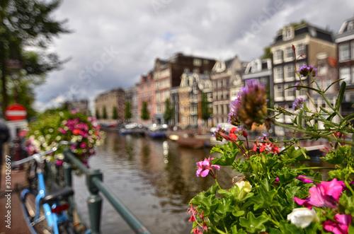 amsterdam-holandia-sierpien-2019-czarujacy