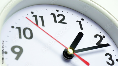 Photo Close up white clock beginning of time 01