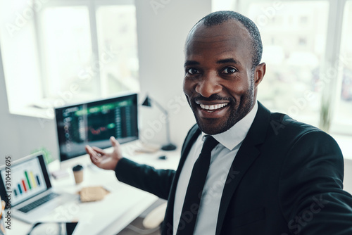 Self portrait of happy young African man in formalwear looking at camera and smi Canvas-taulu