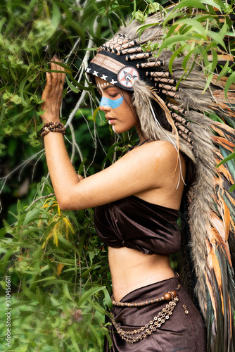 Cuadros en Lienzo Portrait of beautiful native american,indian woman posing in the wild forest
