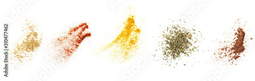 Fotografia Set ginger, red paprika powder, turmeric, dry thyme pile, cocoa, isolated on whi