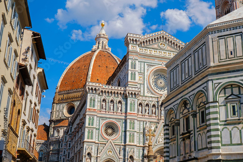Obraz na plátně Italian Florence city with famous landmark Cathedral Duomo Santa Maria del Fiori