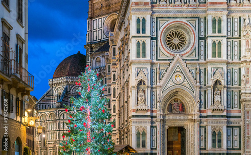 Fototapeta Florence during Christmas time, with the Cathedral of Santa Maria del Fiore and the Christmas Tree
