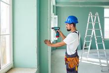 Worker Builder Installs Plaste...